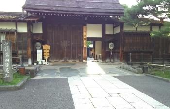 8.高山陣屋門前