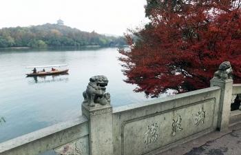 杭州、西湖、映波橋より雷峰塔